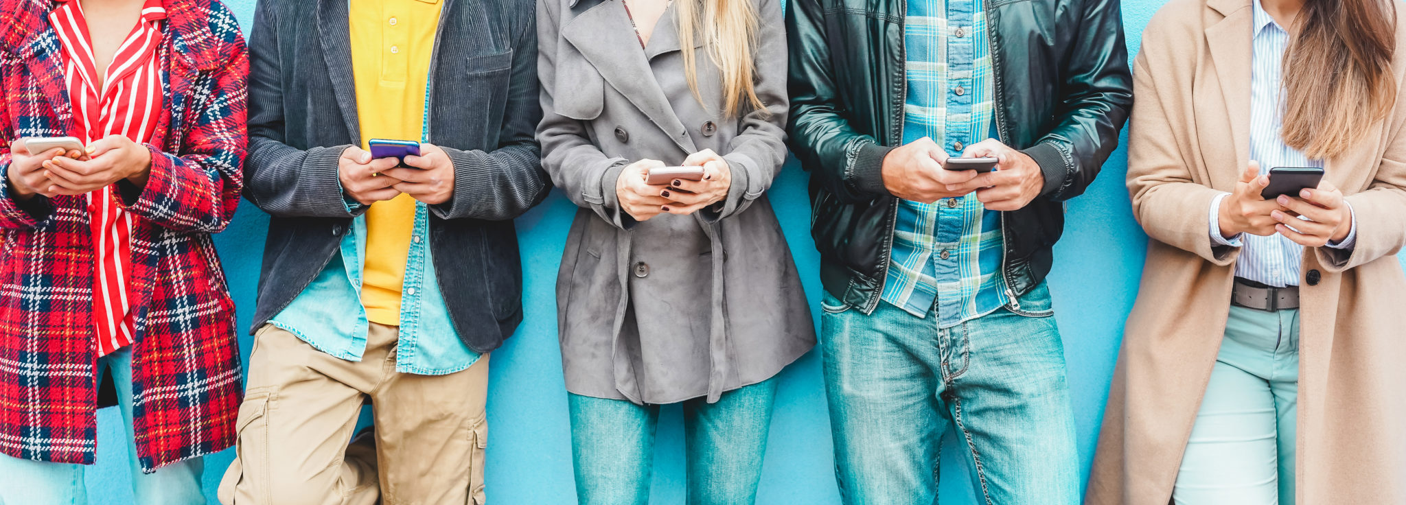 Group,Of,Friends,Using,Smart,Mobile,Phones,App,-,Teenagers