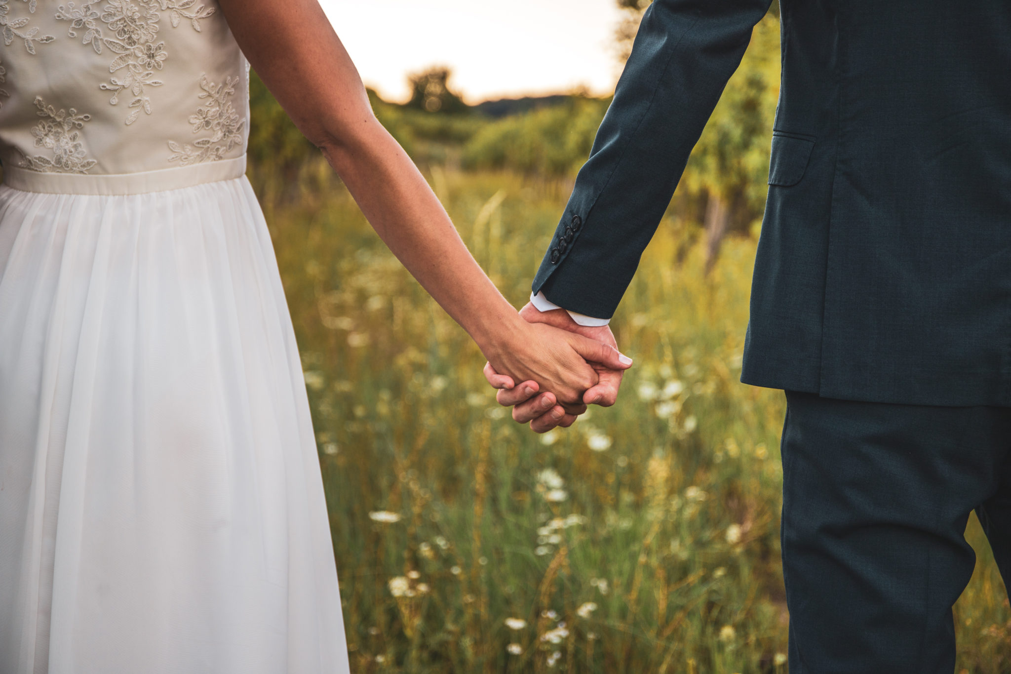 Wedding,Love,In,Wine,Yard